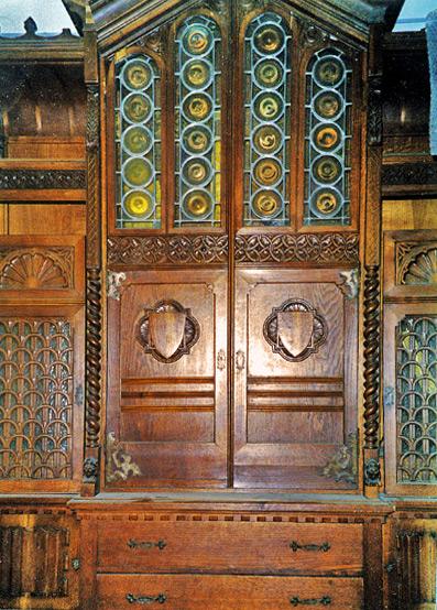 Restauro di armadio con vetri cattedrale