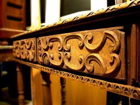 Recupero di tavolo antico con particolari intarsiati