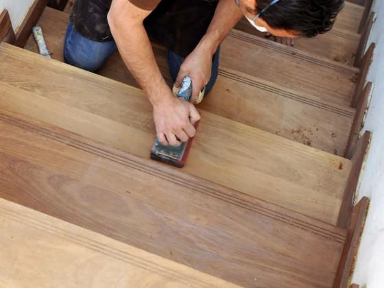 Recupero di scala interna in legno rovere massello da lucidare
