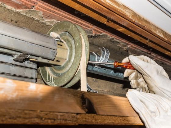 Manutenzione del sistema di  scorrimento della tapparella